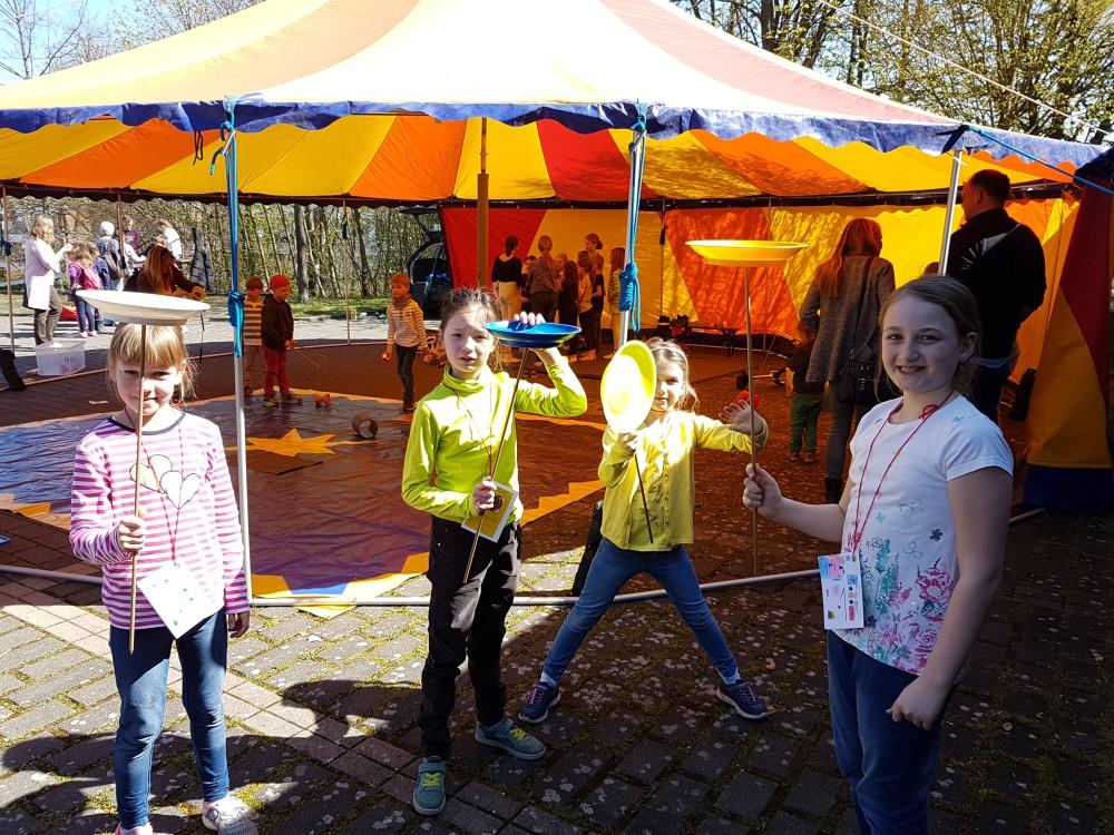 IMG_20190407_123744 (1) Die Kinder haben viel Spaß beim Kinderzirkus.jpg