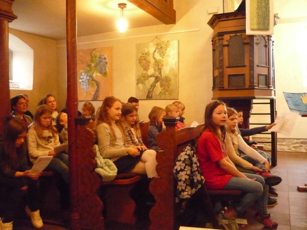 Mehr als 20 Kinder waren gekommen um die ERgebnisse des Kinderbibeltages zu präsentieren